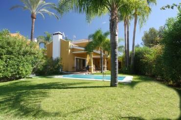 Villa, Nagüeles, R2764430