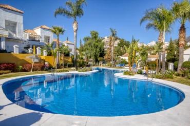Apartment, Nueva Andalucia, R3353308