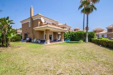 Villa, Santa Clara, R3470629