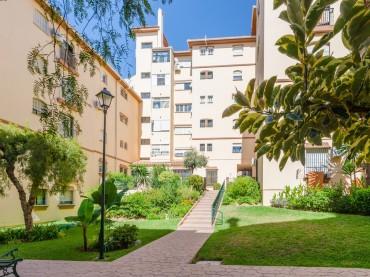 Apartment, El Coto, R3523867